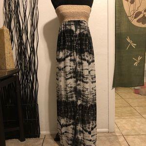 Elan Beach Black & White Tie-Dye Slit Front Top